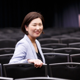 ティーケーピーの海外進出事業を牽引する執行役員の横岩利恵さん笑顔
